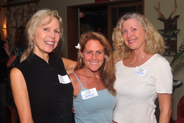 Sherrie, Patrice and Linda Green Drinks Kauai photo by Ray Gordon
