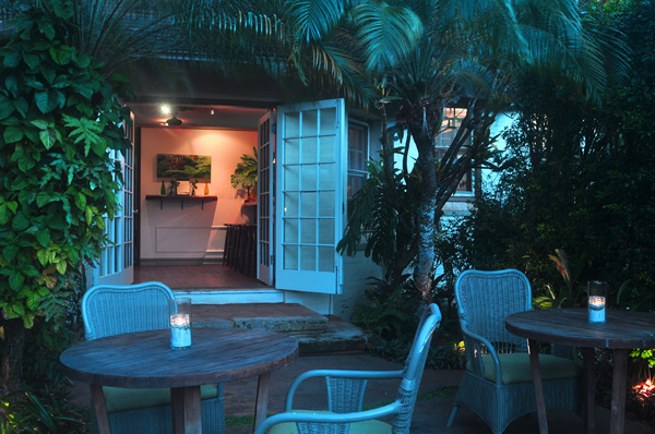 22 North Kauai Bar at Night - Photo by Ray Gordon