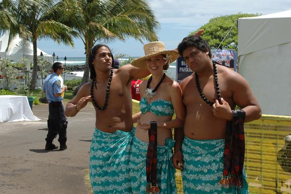 Kauai Marathon 2012 completion medal presenters