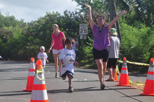 Keiki (children) finish Ray Gordon photo
