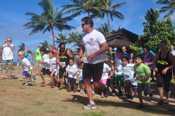 Keiki start of their 1 mile race. photo by Ray Gordon