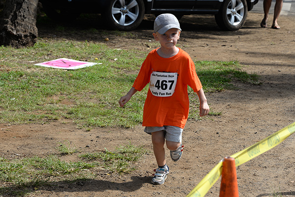 child running 467 photo by Ray Gordon Koloa Plantation Days Family Fun Run
