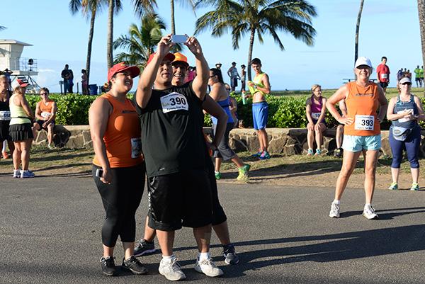 pre-race selfie video photo by Ray Gordon Family Fun Run Koloa Plantation Days