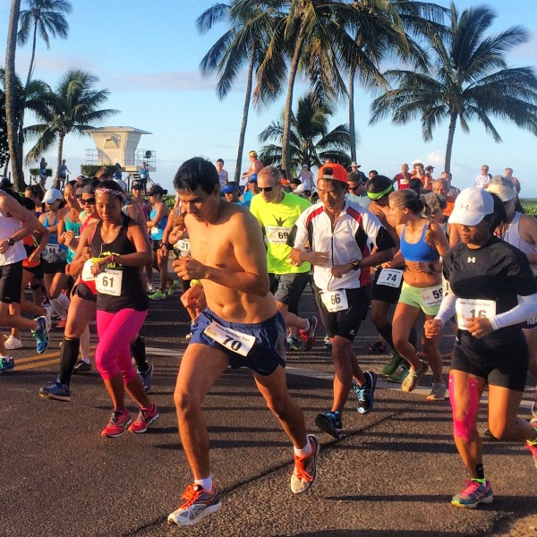 10 mile start featuring Derrick Ledesma #70 Family Fun Run photo by Linda Sherman