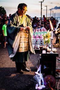 Toro Nagashi Kauai Rev. Ishikawa. Photo by Maka McMahon