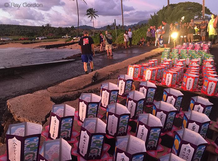toro nagashi Kauai beach scene photo by Ray Gordon